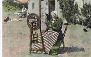 irish-spinning-wheel-1909-smaller-size
