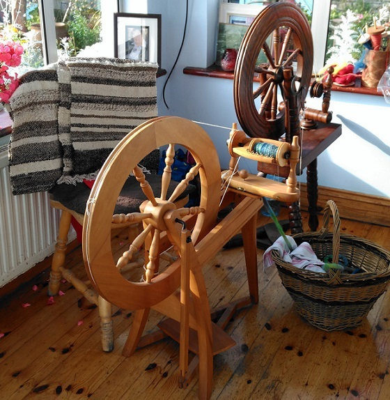 Wheels, Wheels and More Wheels  – The Irish Guild of Weavers